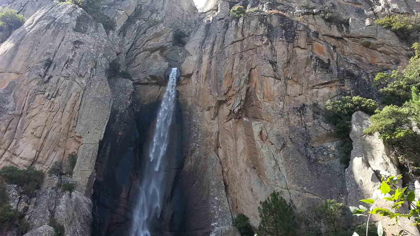 You are currently viewing La cascade de Piscia di Ghjaddu