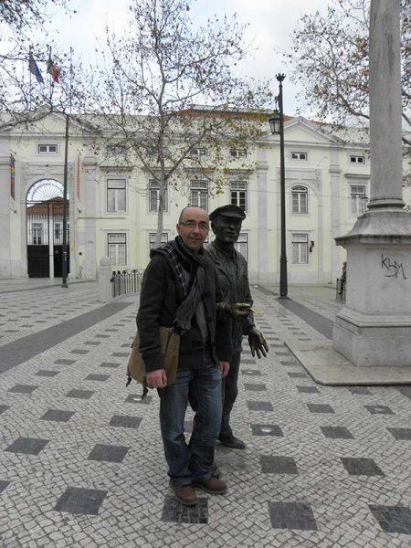 O Cauteleiro Statue