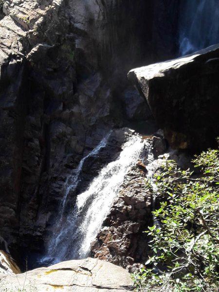 En bas de la cascade
