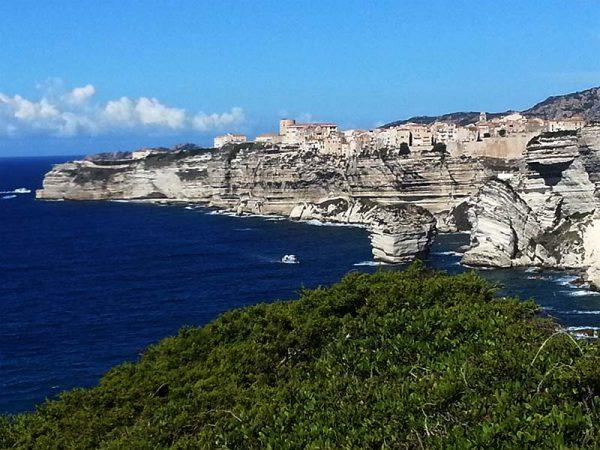 Vue de Bonifacio et ses falaises