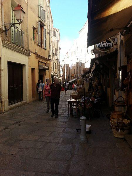 Dans les rues de Bonifacio